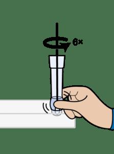 Knijp in de zijkant van het buisje en roteer het wattenstaafje minimaal 6 keer, terwijl u het wattenstaafje tegen de onderkant van het buisje drukt.